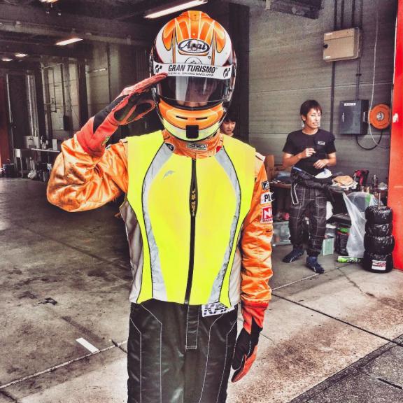 レーシングスーツと初心者ビブス